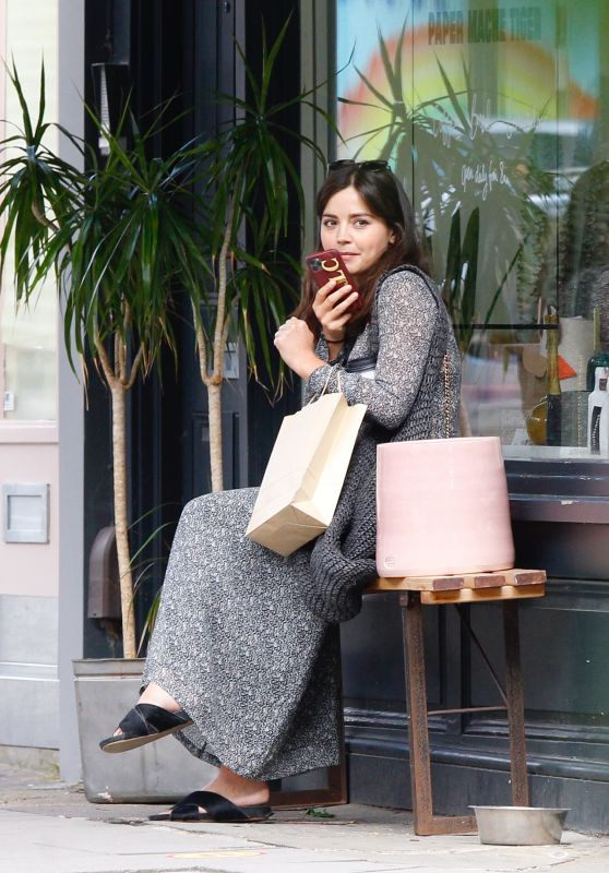 Jenna Coleman - Shopping in London 07/11/2020