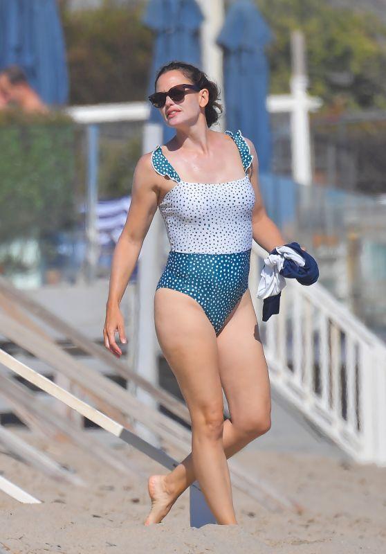 Jennifer Garner in a Swimsuit - Beach in Malibu 07/19/2020