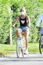 Jennifer Lopez - Bike Ride in the Hamptons 07/05/2020