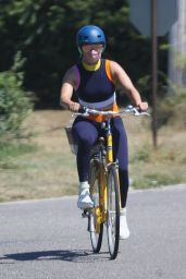 Jennifer Lopez - Bike ride in the Hamptons 07/29/2020