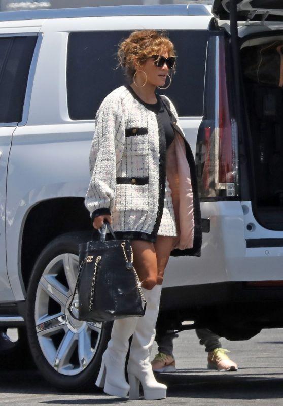 Jennifer Lopez - Boarding a Orivate Plane in Van Nuys 07/02/2020