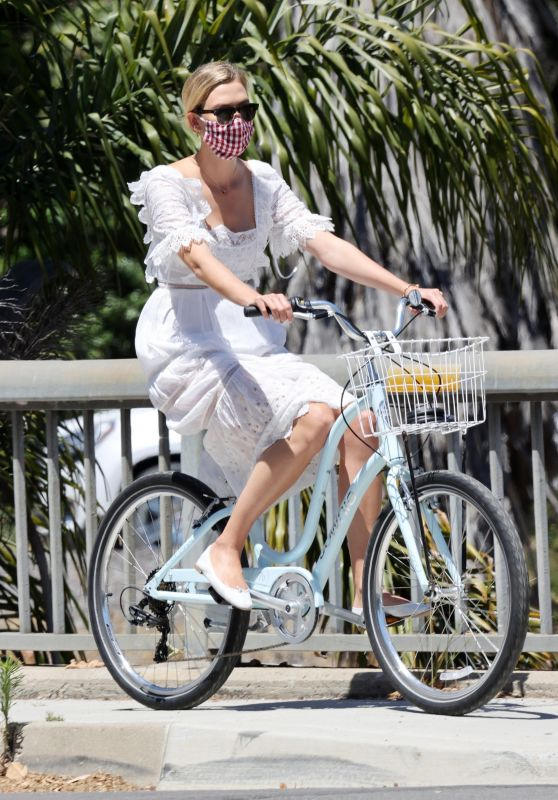Karlie Kloss - Bike Riding in Santa Monica 07/18/2020
