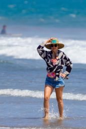 Kate Hudson on the Beach in Malibu 06/26/2020