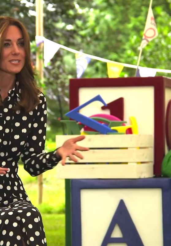 "Kate Middleton - ""Says Hello to Tiny Happy People in London"" 07/14/2020"