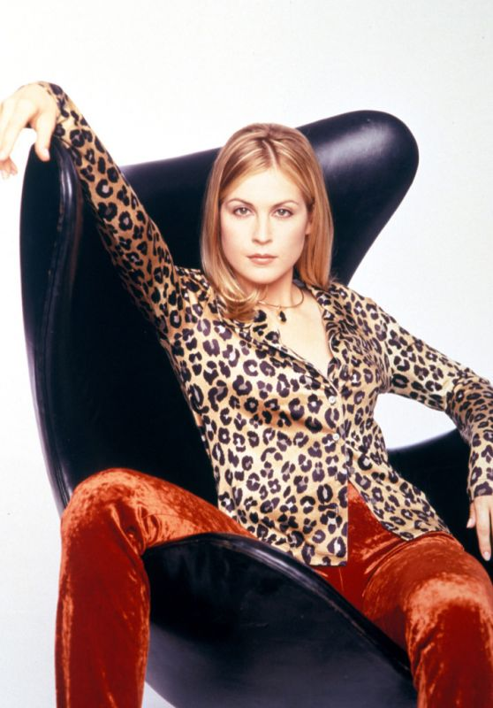 Kelly Rutherford - Unknown 90s Photoshoot