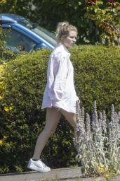 Lottie Moss - Arriving at Her Mum