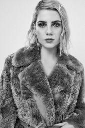 Lucy Boynton - L