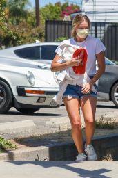 Margot Robbie Summer Street Style - Santa Monica 07/12/2020