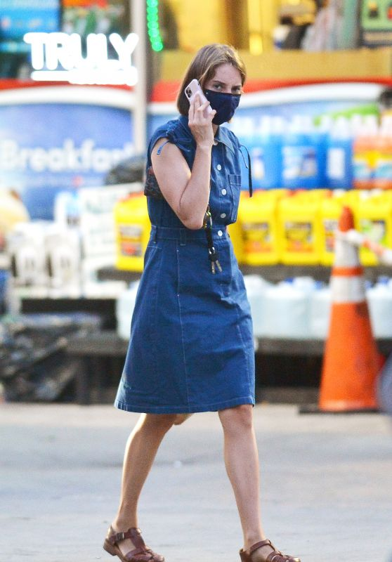 Maya Hawke in Casual Outfit - Out in NY 07/29/2020