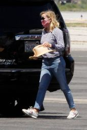 Reese Witherspoon - Airport in Los Angeles 07/08/2020
