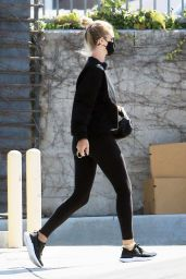 Rosie Huntington-Whiteley in Casual Outfit 07/21/2020