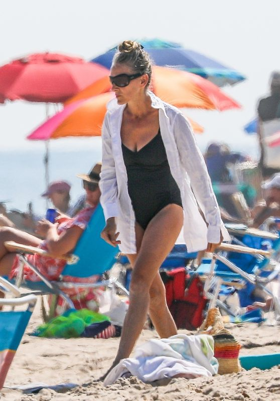 Sarah Jessica Parker in a Swimsuit at the Beach in Hamptons 07/04/2020