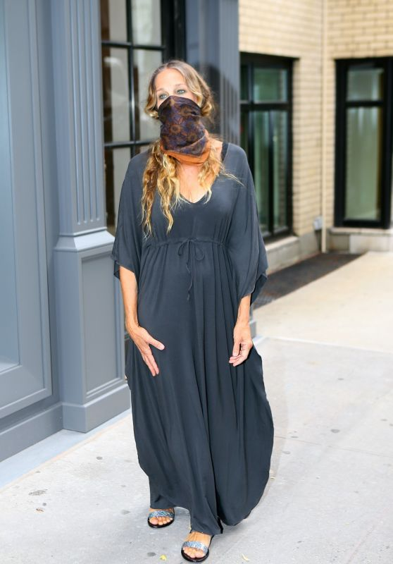 Sarah Jessica Parker With a Mask Over Her Face 07/07/2020
