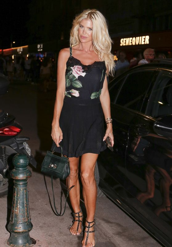 Victoria Silvstedt Night Out Style - Leaving the Senequier in Saint-Tropez 07/18/2020