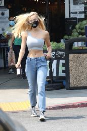 Alexis Ren - Out in Beverly Hills 08/21/2020