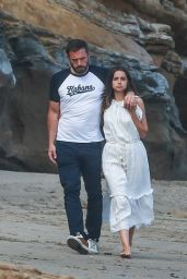 Ana De Armas and Ben Affleck - Beach in Malibu 08/03/2020