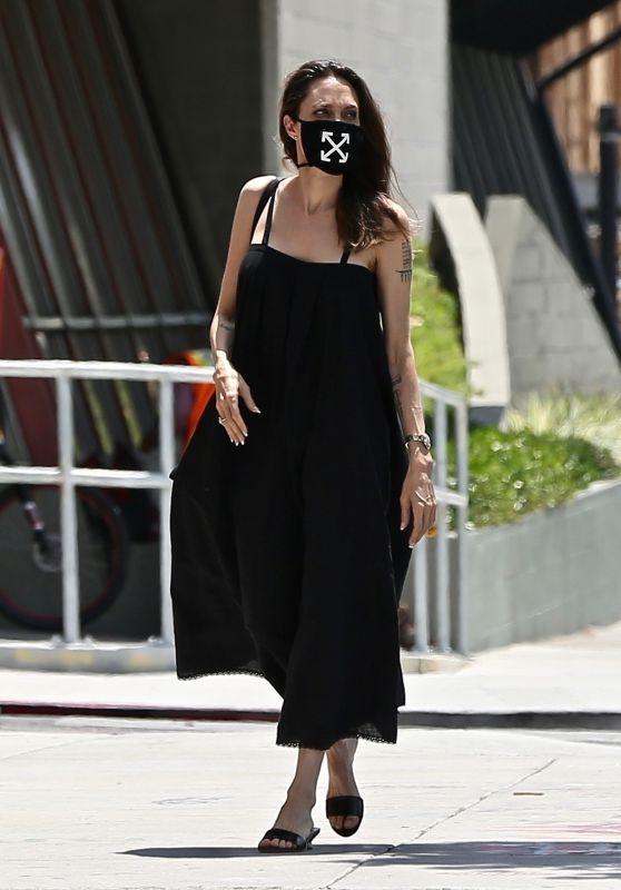 Angelina Jolie - Out in Los Feliz 08/05/2020