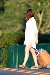 Anne Hathaway - Heading to the Beach in Connecticut 07/30/2020