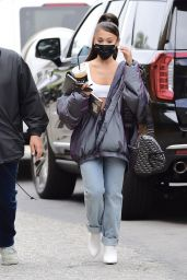 Ariana Grande - Arriving at an Los Angeles Recording Studio 08/06/2020