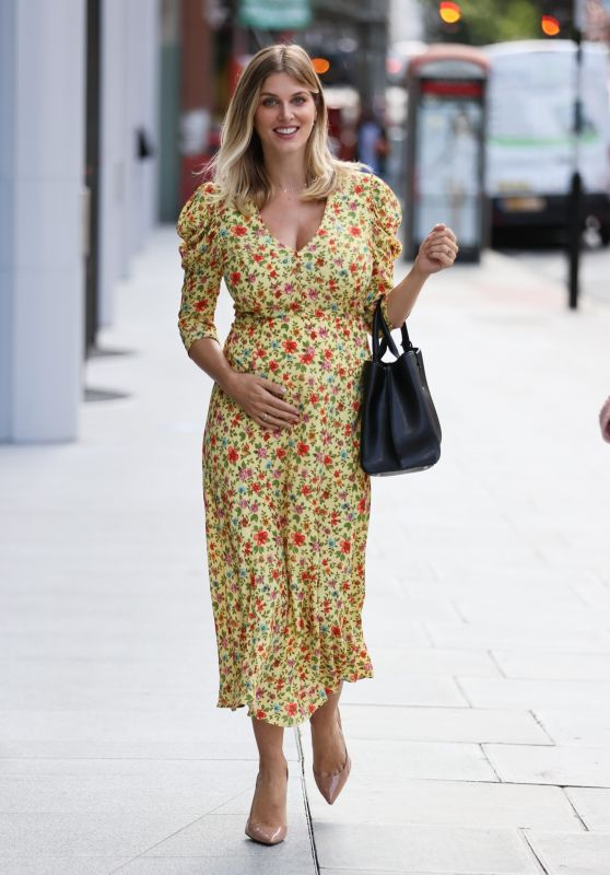 Ashley James - Out in London 08/05/2020