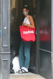 Bella Hadid - Visiting a Friend in NYC 08/13/2020