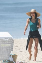 Bethenny Frankel - Beach Day in The Hamptons 08/01/2020