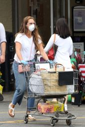 Brooke Shields - Grocery Shopping in Sag Harbor 08/06/2020