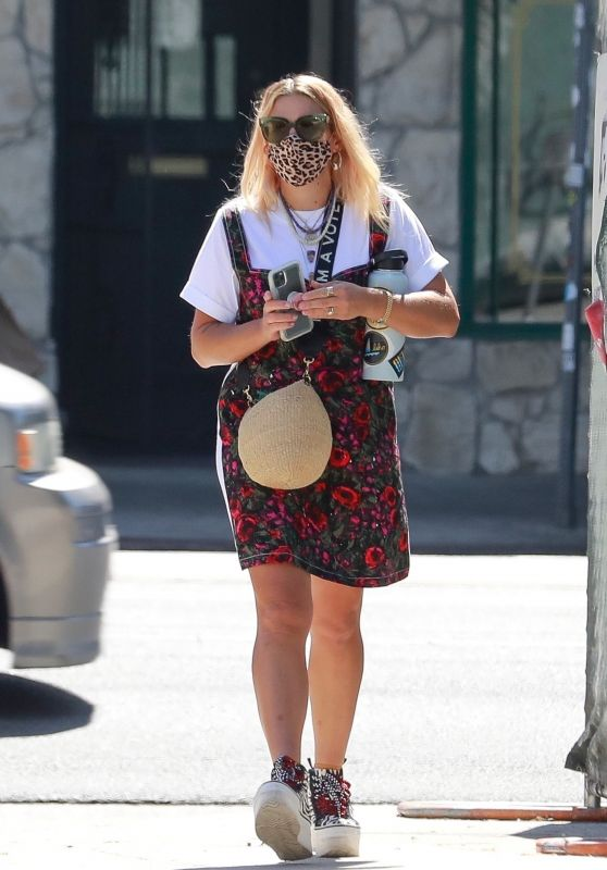 Busy Philipps - Out in LA 08/10/2020
