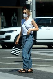 Carey Mulligan in Casual Outfit - Beverly Hills 08/13/2020