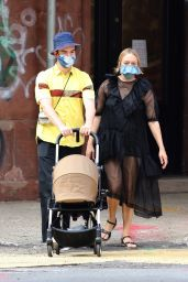 Chloe Sevigny - Shopping With Boyfriend Sinisa Mackovic in Manhattan