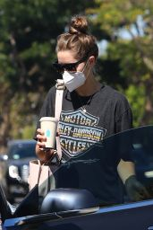 Christina Schwarzenegger - Blue Bottle Coffee in Brentwood 08/01/2020