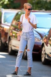 Daphne Groeneveld Street Style - West Village of Manhattan 08/03/2020