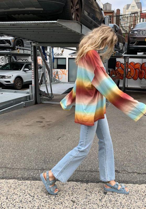 Elsa Hosk Outfit - Instagram 07/29/2020