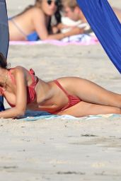 Emily Ratajkowski on the Beach in The Hamptons 08/05/2020