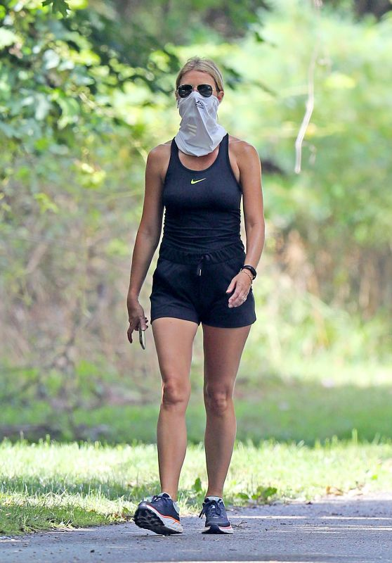 Gwyneth Paltrow Shows Off Her Athletic Figure - The Hamptons 08/20/2020