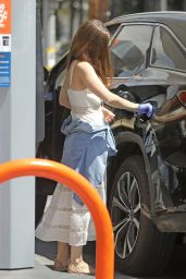 Kate Mara - Pumping Gas in LA 08/15/2020