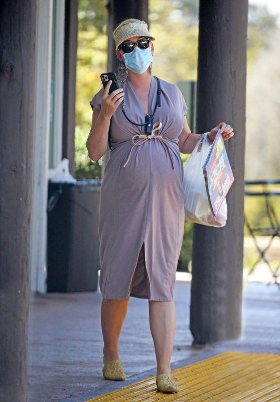 Katy Perry at a Cafe in Santa Barbara 08/03/2020