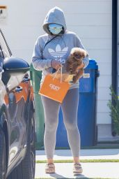 Katy Perry With Her Puppy Running Errand in LA 08/11/2020
