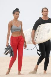 Kelly Gale and Joel Kinnaman - Beach in Santa Monica 08/06/2020