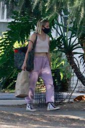 Kristen Bell - Visits a Friend in a Los Feliz Neighborhood 08/16/2020