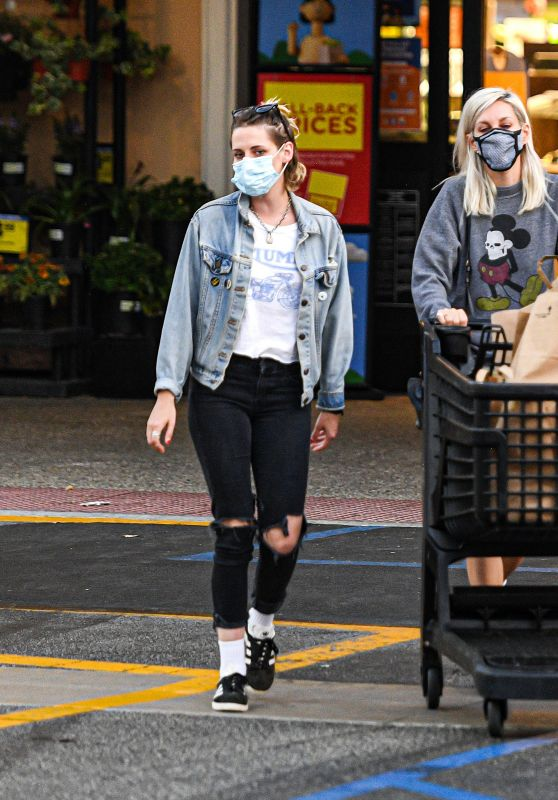 Kristen Stewart and Dylan Meyer - Shopping at the Ralphs Supermarket in Malibu 08/27/2020
