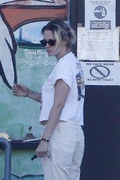 Kristen Stewart Street Style - Los Feliz 08/30/2020