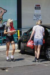 Kristen Stewart Street Style - Shopping in Los Feliz 08/24/2020