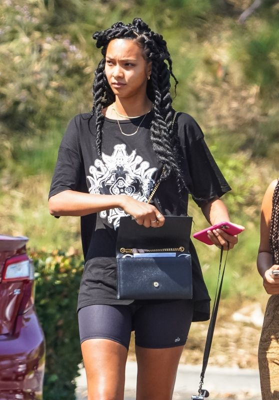 Lais Ribeiro Shows Off Her New Hairstyle - Malibu 08/27/2020