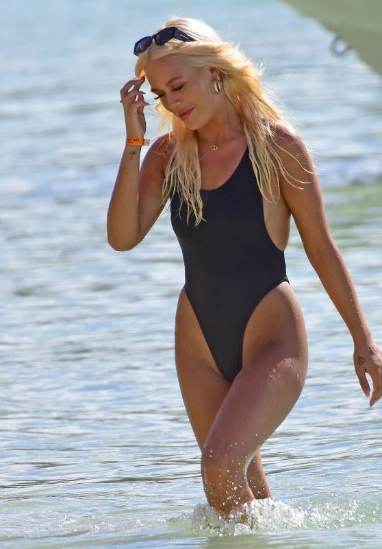 Lottie Tomlinson in a Swimsuit in Barbados, January 2020