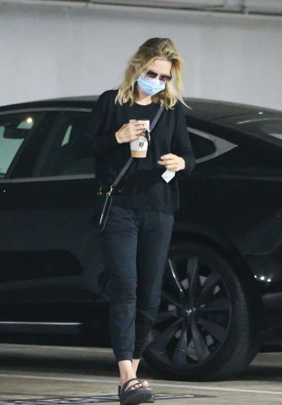 Michelle Pfeiffer - Out in Santa Monica 08/05/2020