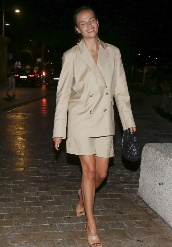 Natasha Poly Night Out Style - Saint-Tropez 08/04/220