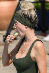 """Olivia Attwood – """"The Only Way is Essex"""" TV Show Filming in Essex 08/10/2020"""
