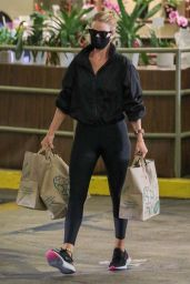 Rosie Huntington-Whiteley - Picking Up Some Groceries in LA 08/08/2020