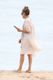 Sarah Jessica Parker - Beach in The Hamptons 08/16/2020